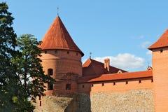 Torre del castello di Trakai sull'isola sul lago Galva Immagine Stock