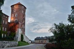 Torre del castello di Wawel alla notte cracovia poland Fotografia Stock Libera da Diritti