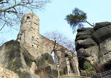 Torre del castello e del monastero di Oybin Fotografie Stock Libere da Diritti