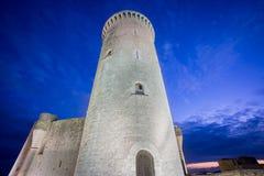 Torre del castillo de Bellver en la puesta del sol en Majorca, granangular Imágenes de archivo libres de regalías