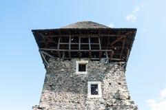 Torre del castillo en el fondo fotos de archivo