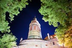 Torre del castillo en el nigth Imágenes de archivo libres de regalías