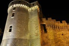 Torre del castillo en la noche Imagenes de archivo