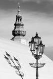 Torre del castillo francés y lámpara de calle Fotos de archivo libres de regalías