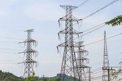 Torre del cavo elettrico di alto potere immagini stock libere da diritti