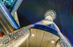 Torre del cielo nel centro urbano di Auckland Fotografie Stock