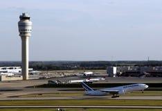 Torre del controlador aéreo Fotos de archivo libres de regalías