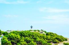 Torre del faro e cielo blu di estate, il ritorno sicuro dello shi Fotografia Stock Libera da Diritti
