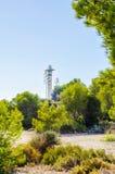 Torre del faro e cielo blu di estate, il ritorno sicuro dello shi Fotografia Stock