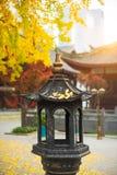 Torre del incienso en un templo budista Imagen de archivo libre de regalías