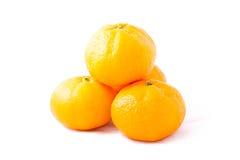 Torre del mandarino del mazzo (mandarino) su fondo bianco Fotografia Stock