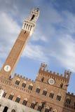 Torre del Mangia Башня; Здание муниципалитет, Аркада del Campo Квадрат, Sien Стоковые Фотографии RF