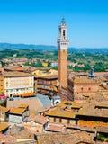 Torre Del Mangia in der alten mittelalterlichen historischen Mitte von Siena lizenzfreies stockbild