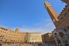 Torre del Mangia en Piazza del Campo Royalty-vrije Stock Foto's