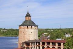 Torre del monasterio de Cyril-Belozersky Foto de archivo