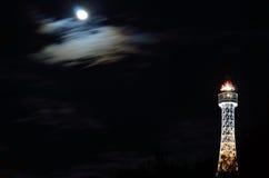 Torre del observatorio en Praga por noche Foto de archivo libre de regalías