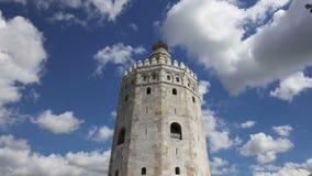 Torre del Oro ή χρυσός 13ος αιώνας πύργων, ένα μεσαιωνικό αραβικό στρατιωτικό δωδεκαγωνικό παρατηρητήριο στη Σεβίλη, Ανδαλουσία απόθεμα βίντεο