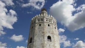Torre del Oro ή χρυσός 13ος αιώνας πύργων, ένα μεσαιωνικό αραβικό στρατιωτικό δωδεκαγωνικό παρατηρητήριο στη Σεβίλη, Ανδαλουσία,  απόθεμα βίντεο