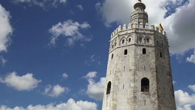 Torre del Oro ή χρυσός 13ος αιώνας πύργων, ένα μεσαιωνικό αραβικό στρατιωτικό δωδεκαγωνικό παρατηρητήριο στη Σεβίλη, Ανδαλουσία,  φιλμ μικρού μήκους