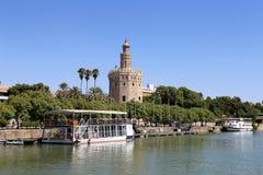 Torre del Oro ή χρυσός πύργος (13ος αιώνας) πέρα από τον ποταμό του Γκουανταλκιβίρ, Σεβίλη, Ανδαλουσία, νότια Ισπανία Στοκ Εικόνα