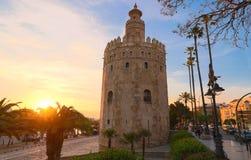 Torre del Oro - πύργος του χρυσού στις όχθεις του ποταμού του Γκουανταλκιβίρ, Σεβίλη, Ισπανία στοκ εικόνα