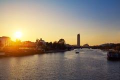 Torre del Oro da skyline do por do sol de Sevilha em Sevilha Foto de Stock