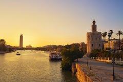 Torre del Oro da skyline do por do sol de Sevilha em Sevilha Imagens de Stock