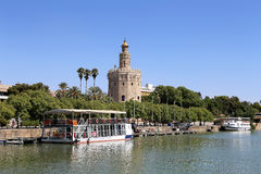 Torre del Oro eller guld- torn (det 13th århundradet) över den Guadalquivir floden, Seville, Andalusia, sydliga Spanien Fotografering för Bildbyråer