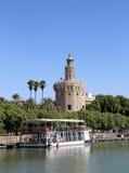 Torre del Oro eller guld- torn (det 13th århundradet) över den Guadalquivir floden, Seville, Andalusia, sydliga Spanien Arkivfoton