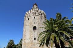 Torre del Oro eller guld- torn (det 13th århundradet), en medeltida arabisk militär dodecagonal watchtower i Seville, Andalusia,  Arkivbilder