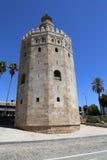 Torre del Oro eller guld- torn (det 13th århundradet), en medeltida arabisk militär dodecagonal watchtower i Seville, Andalusia,  Arkivbild