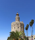 Torre del Oro eller guld- torn (det 13th århundradet), en medeltida arabisk militär dodecagonal watchtower i Seville, Andalusia,  Arkivfoton