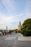 Torre del oro en Sevilla - 'promenade' Fotografía de archivo libre de regalías