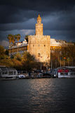 Torre del Oro in Siviglia al tramonto fotografia stock libera da diritti