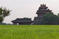 Torre del palazzo imperiale cinese in smog immagini stock libere da diritti