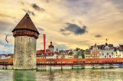 Torre del ponte e di acqua della cappella a Lucerna, Svizzera Immagini Stock