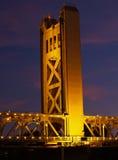 Torre del puente en la noche Sacramento CA Fotografía de archivo libre de regalías