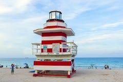 Torre del puesto avanzado de los salvavidas en la playa del sur, Miami Fotografía de archivo