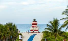 Torre del puesto avanzado de los salvavidas en la playa del sur, Miami Imagen de archivo