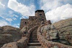 Torre del puesto de observación del fuego del pico de Harney en Custer State Park en el Black Hills de Dakota del Sur Foto de archivo libre de regalías