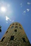 Torre del puesto de observación del Moorish en Puerto Banus España Fotos de archivo