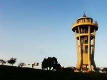 Torre del puesto de observación en el depósito Fotografía de archivo libre de regalías