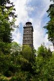 Torre del puesto de observación de Pajndl en el soporte de Tisovsky, Krusne Hory, República Checa Fotos de archivo