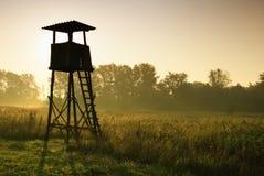 Torre del puesto de observación para cazar Fotos de archivo libres de regalías