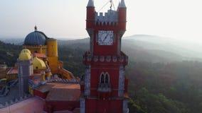 Torre del qlock de la cosecha de la visión aérea del palacio Pena en el brillo almacen de video