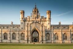 Torre del reloj de la nueva corte - la universidad de St John Foto de archivo libre de regalías