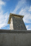 Torre del reloj en una cárcel Imagen de archivo libre de regalías