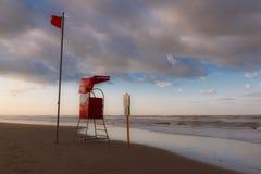 Torre del rescate en la costa Foto de archivo