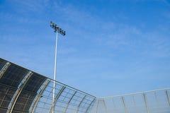 Torre del riflettore in uno stadio Immagini Stock Libere da Diritti