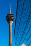 Torre del Rin (Rheinturm) en Düsseldorf Fotos de archivo